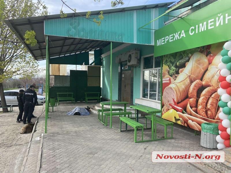 В Николаеве возле магазина зарезали мужчину