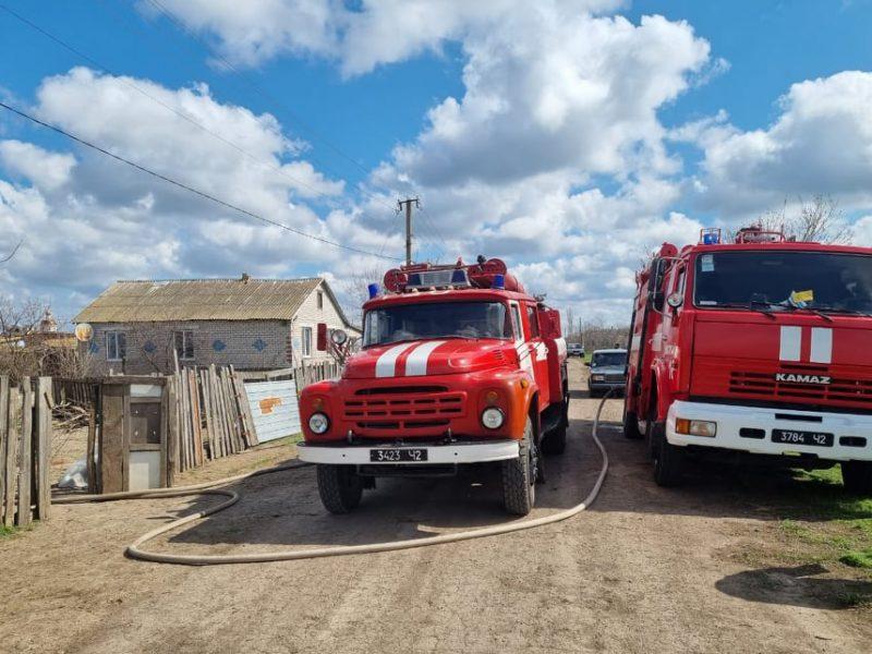 В Константиновке дети подожгли дом. Почему загорелся в Николаеве – еще вопрос (ФОТО)