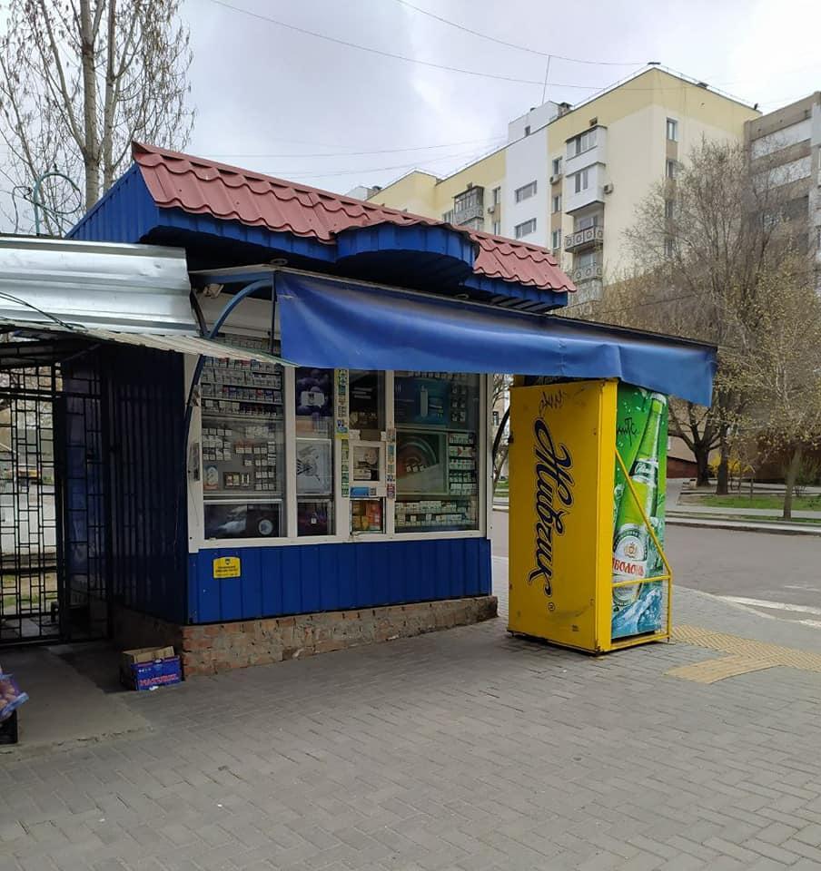 После длительной судебной тяжбы в Николаеве власти снесли киоск, закрывающий обзор дороги 1