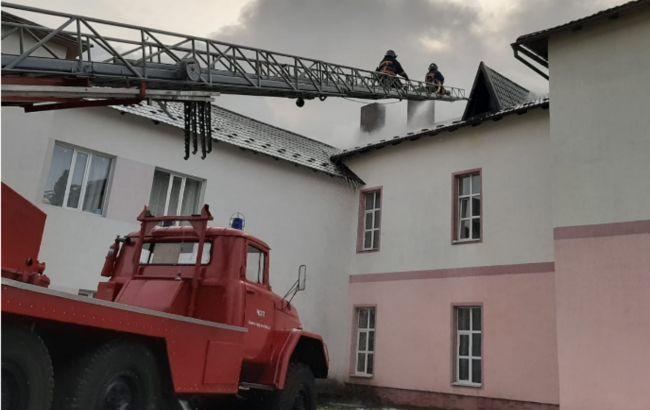 На Прикарпатье загорелась COVID-больница: эвакуировали 37 человек