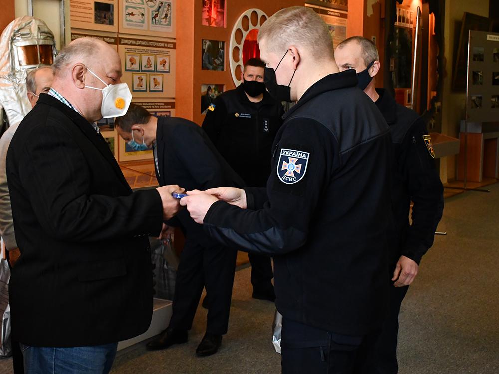 В Николаеве ветеранам-ликвидаторам аварии на ЧАЭС в Службе спасения вручили награды (ФОТО) 3