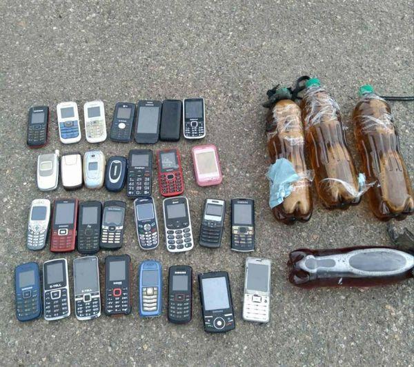 В Арбузинскую колонию пытались перебросить спиртное и мобилки (ФОТО)
