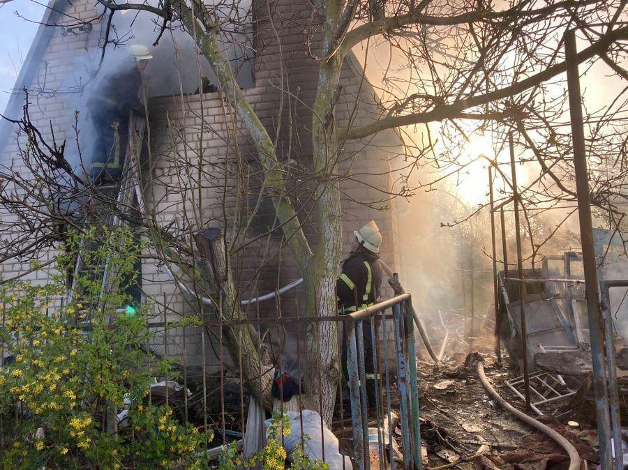 На Николаевщине сгорел дачный домик с неизвестным мужчиной - полиция выясняет его личность (ФОТО) 3