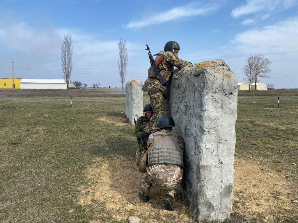 Как курсанты 198 Учебного центра ВМС в Николаеве полосу разведчика проходили (ФОТО) 3