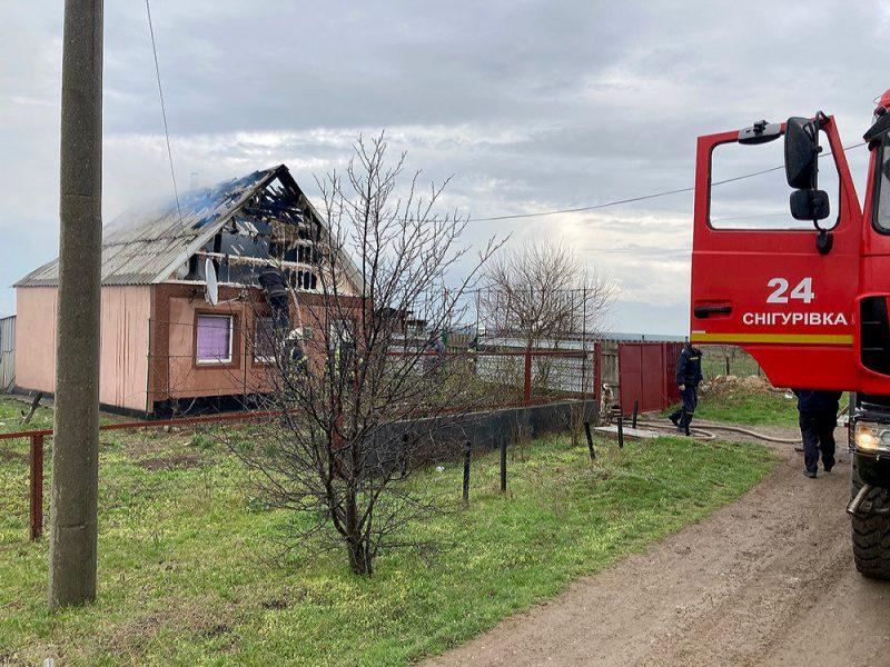 В Снигиревке горела крыша жилого дома (ФОТО)