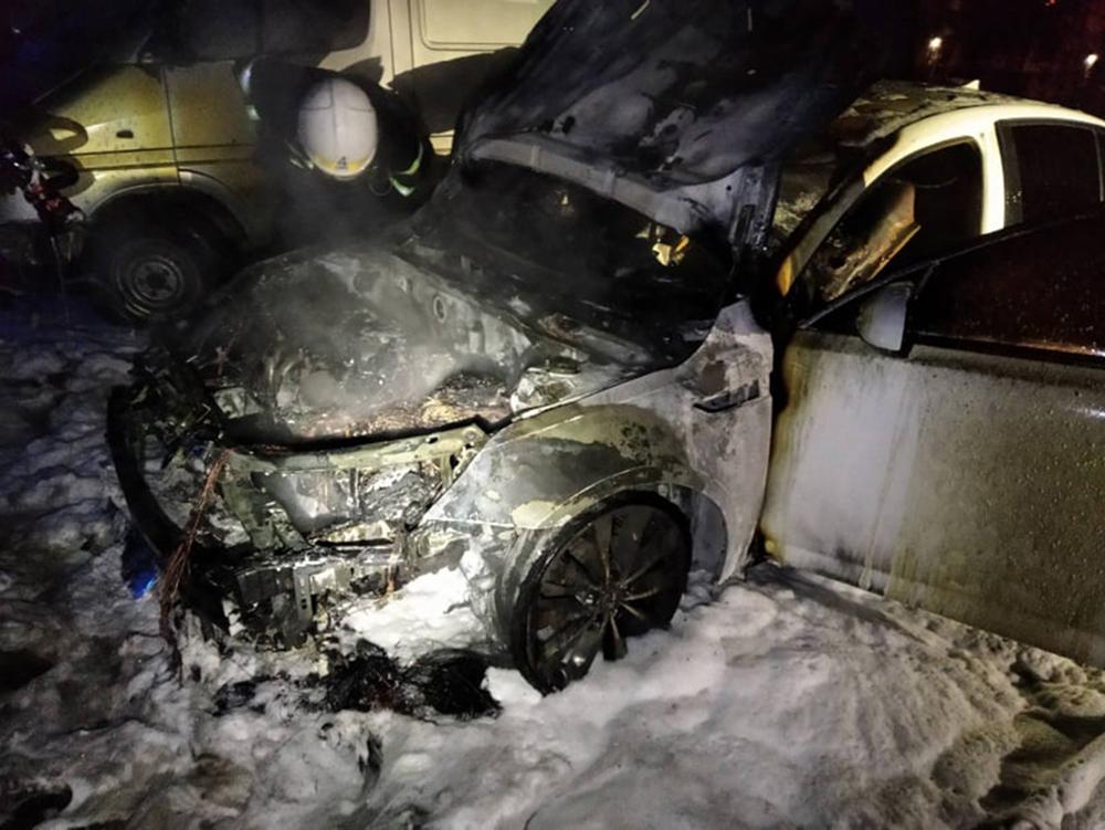 Ночью в Николаеве спасатели дважды тушили пожары автомобилей (ФОТО) 3