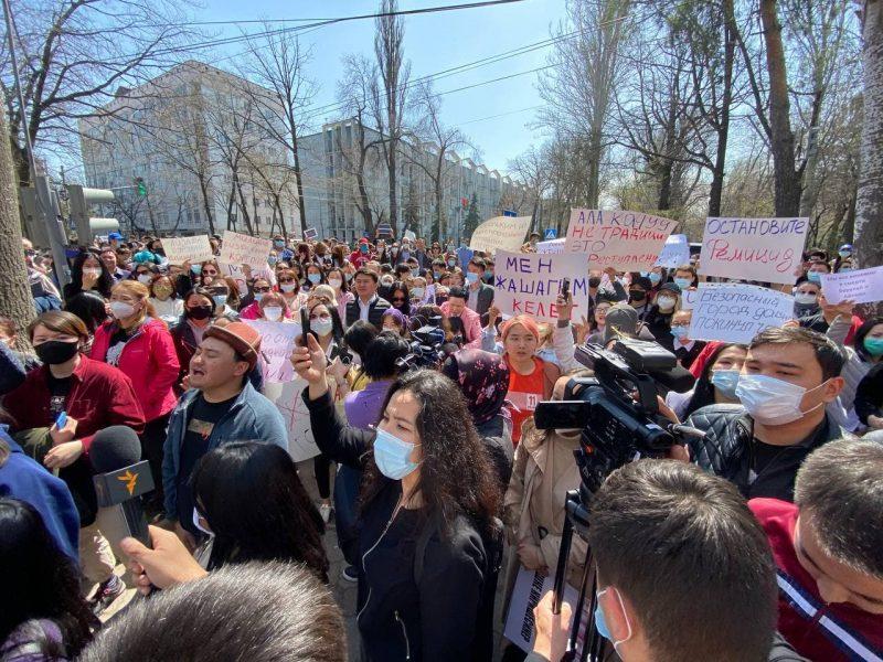 В Кыргызстане нашли убитой очередную похищенную невесту – люди вышли на протест (ФОТО, ВИДЕО)