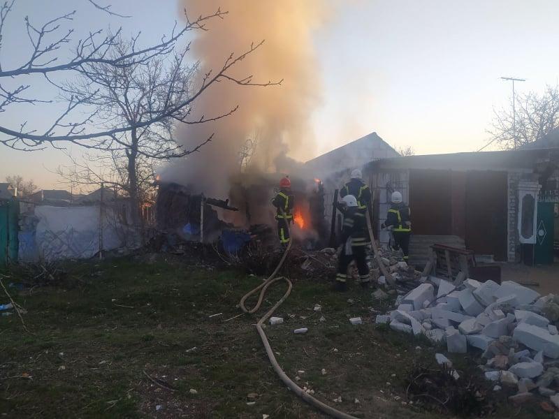 За вчерашний день спасатели Николаевщины тушили дачу и хозпостройку (ФОТО) 3