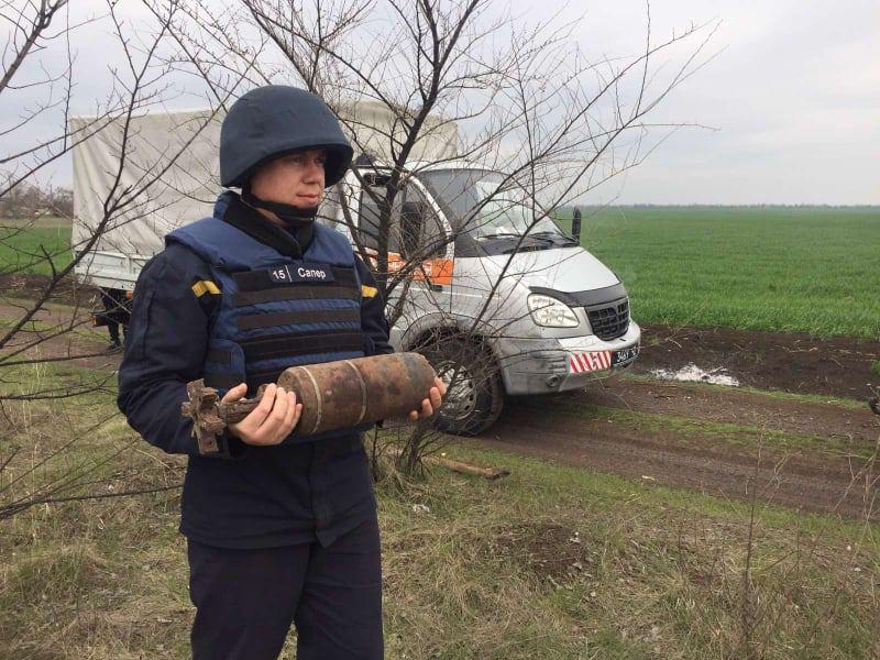 У железнодорожной станции на Николаевщине нашли артснаряд (ФОТО)