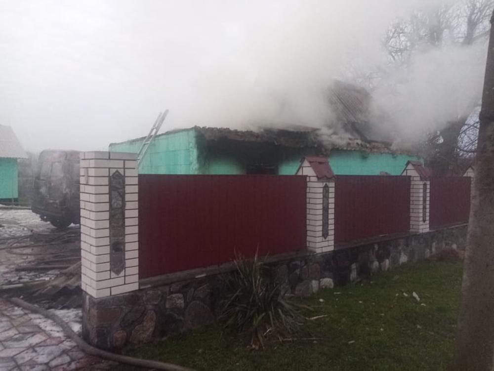 На Николаевщине сгорел микроавтобус, летняя кухня и 3 тонны орехов. И все это - у одного хозяина (ФОТО) 3