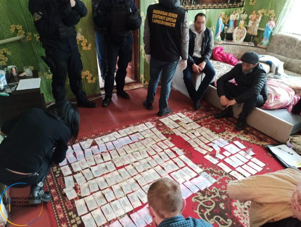 В Николаеве задержана ОПГ, которая занималась сбытом наркотиков и пыталась подкупить чиновника полиции взяткой в 15 тыс.грн. (ФОТО, ВИДЕО) 3