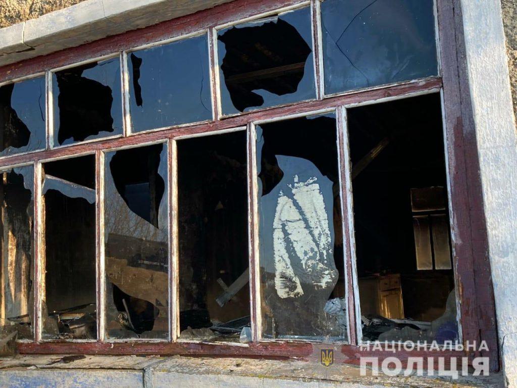 В Вознесенском районе ночью подожгли жилой дом – полиция задержала подозреваемого (ФОТО) 1