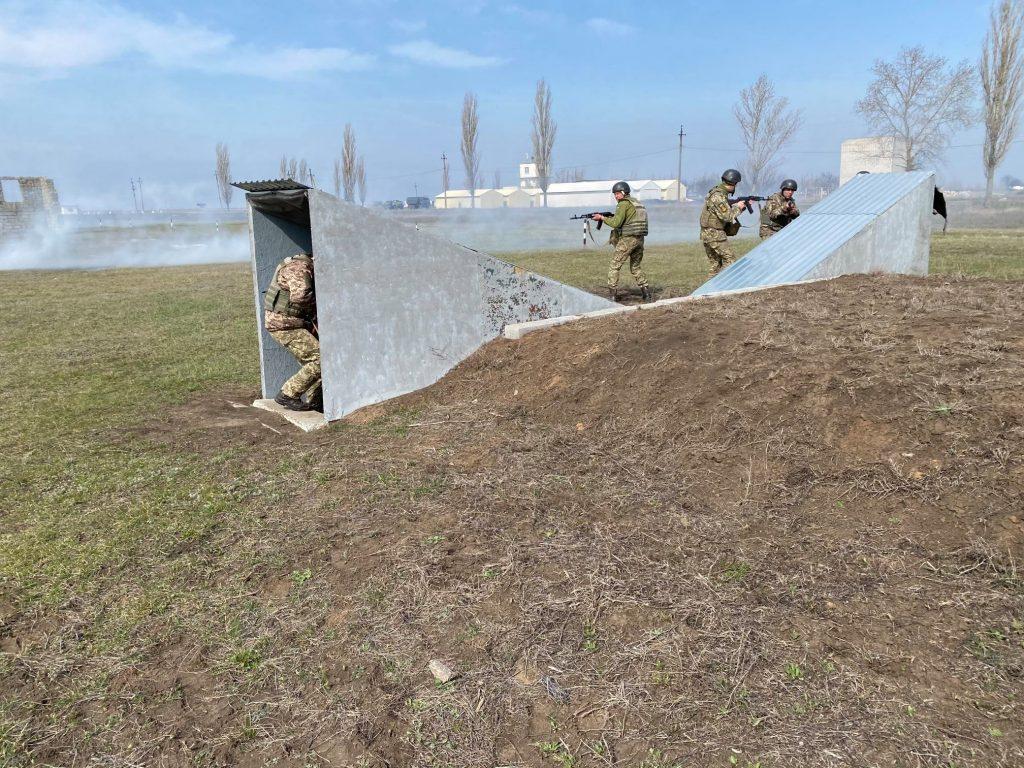 Как курсанты 198 Учебного центра ВМС в Николаеве полосу разведчика проходили (ФОТО) 5