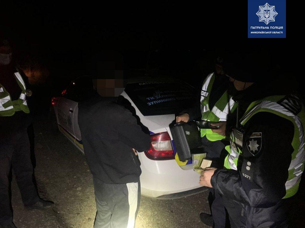 На окраине Николаева загорелся автомобиль. Патрульные выяснили - водитель пьян и вообще не имеет прав (ФОТО) 5