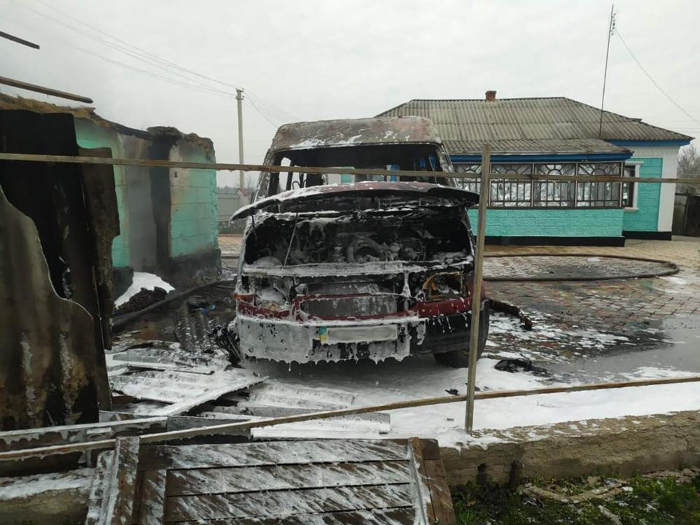 На Николаевщине сгорел микроавтобус, летняя кухня и 3 тонны орехов. И все это - у одного хозяина (ФОТО) 5