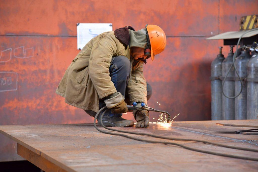 На николаевском судозаводе «Океан» начали ремонтировать затвор сухого дока, который затонул полтора года назад (ФОТО) 7