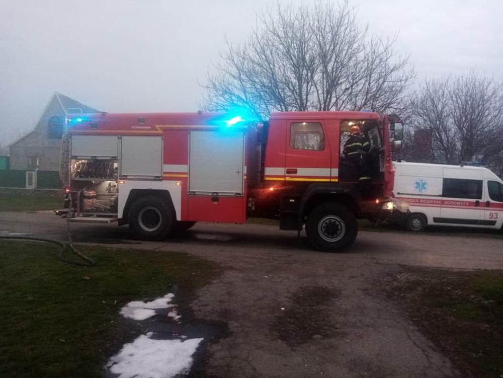На Николаевщине сгорел микроавтобус, летняя кухня и 3 тонны орехов. И все это - у одного хозяина (ФОТО) 7
