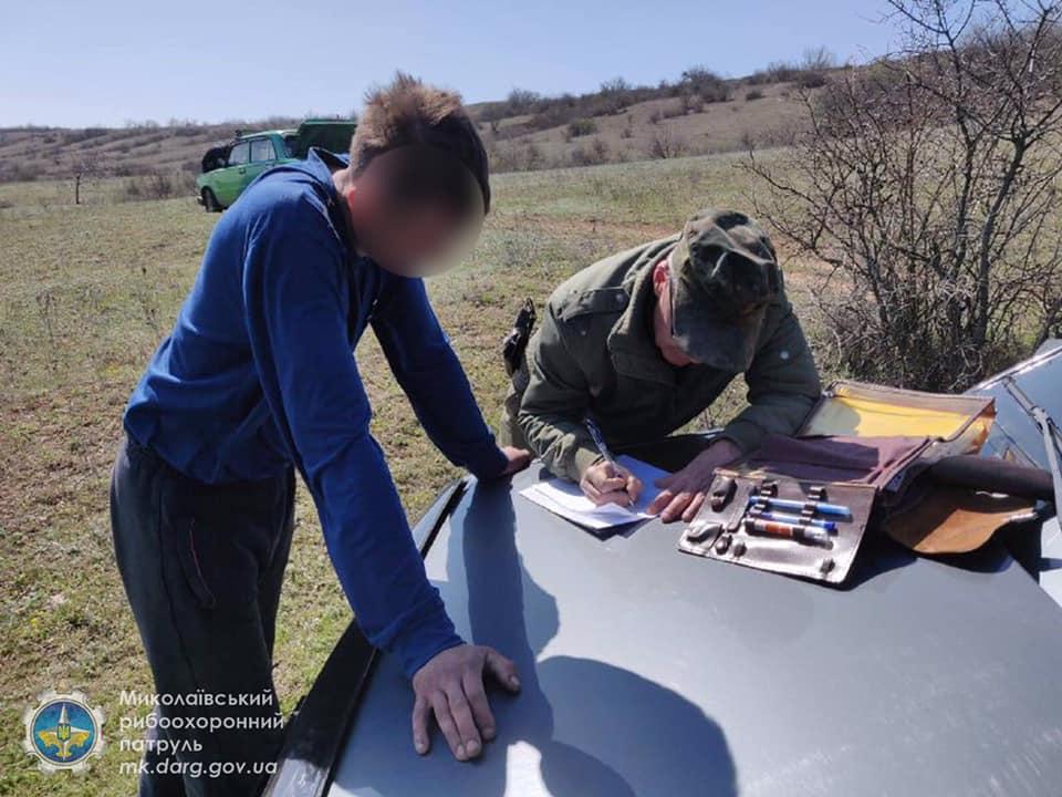 Запрет же! Николаевский рыбоохранный патруль поймал браконьеров, наловивших сетями 32 кг мелочевки (ФОТО) 9