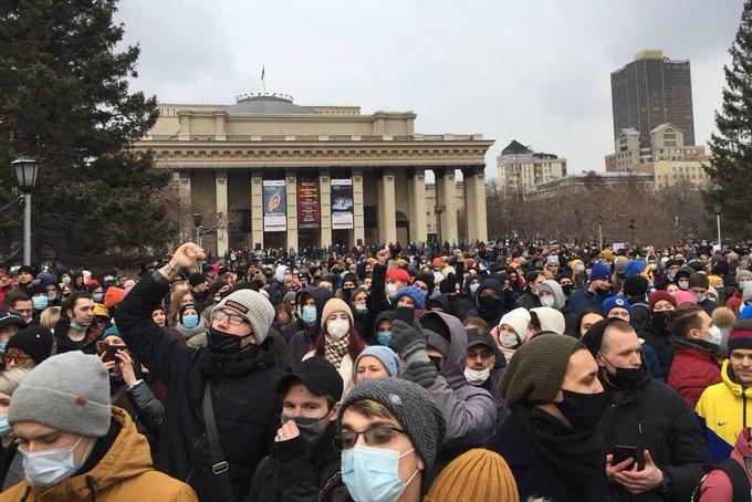 В РФ прошли акции солидарности с Навальным – и задержания протестующих (ФОТО, ВИДЕО)