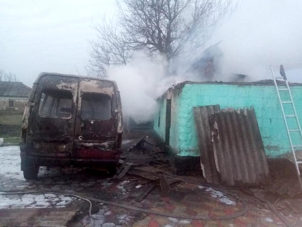 На Николаевщине сгорел микроавтобус, летняя кухня и 3 тонны орехов. И все это - у одного хозяина (ФОТО) 11
