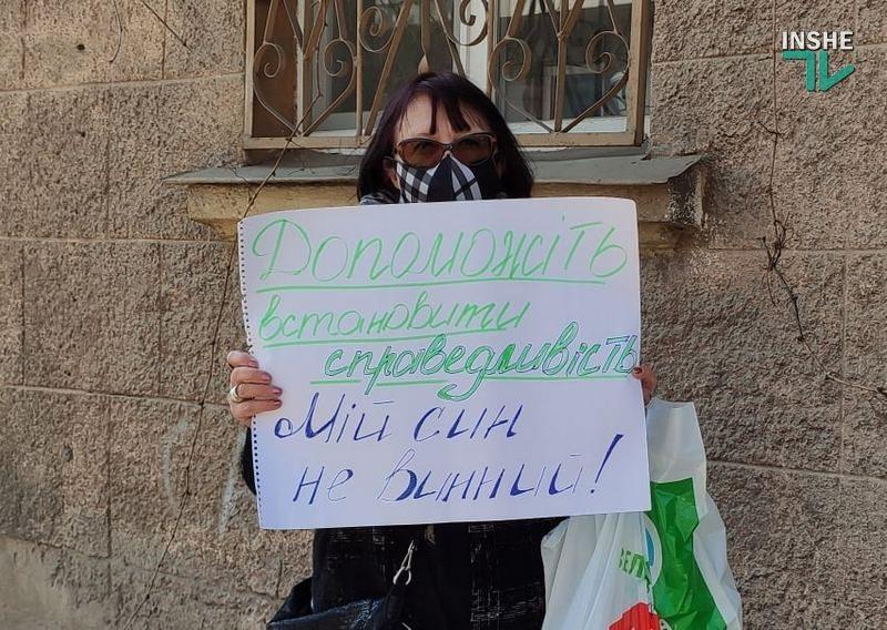 У Центрального суда Николаева требовали честного следствия: сегодня избирают меру пресечения подозреваемому в смертельном ДТП (ФОТО)