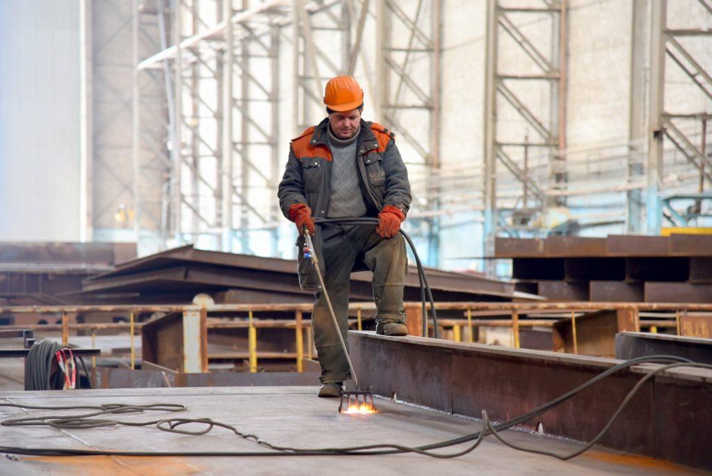 На николаевском судозаводе «Океан» начали ремонтировать затвор сухого дока, который затонул полтора года назад (ФОТО) 13
