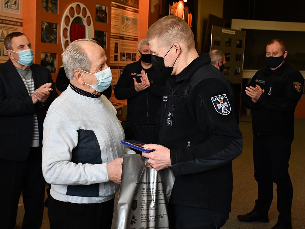 В Николаеве ветеранам-ликвидаторам аварии на ЧАЭС в Службе спасения вручили награды (ФОТО) 13