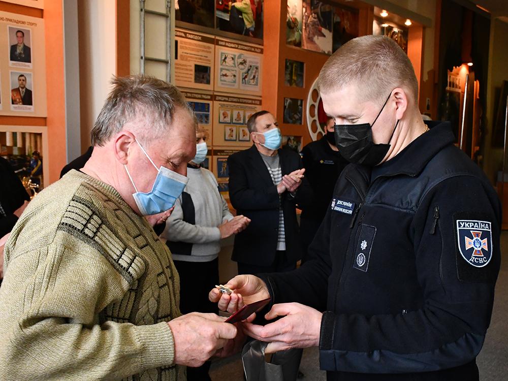 В Николаеве ветеранам-ликвидаторам аварии на ЧАЭС в Службе спасения вручили награды (ФОТО) 15