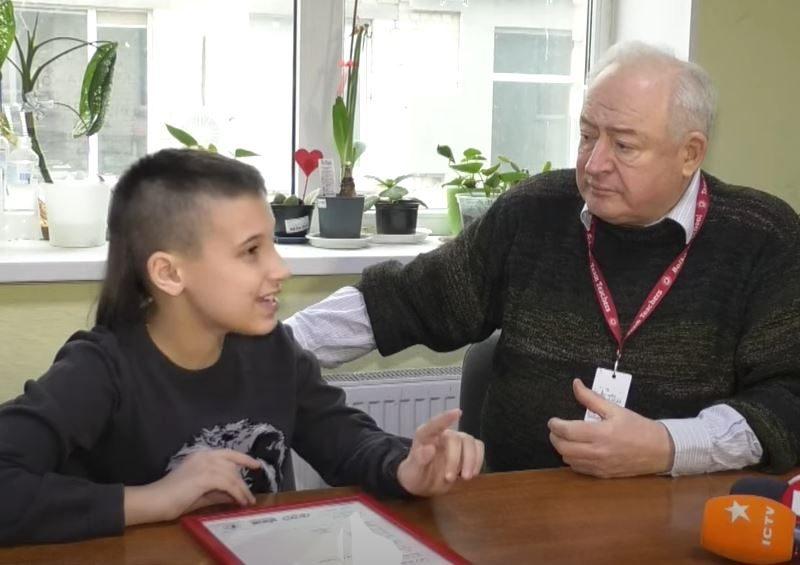 """""""Смотрите видео с субтитрами"""". Такой совет дал 11-летний украинец, получивший сертификат знания английского от Кембриджского университета (ВИДЕО)"""