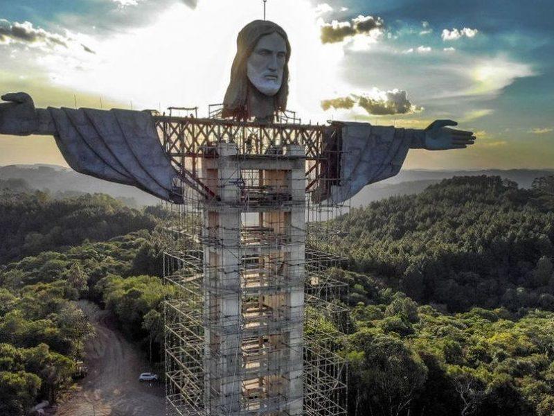 Будет третьей в мире по величине. В Бразилии возводят статую Христа высотой 43 метра (ФОТО, ВИДЕО)