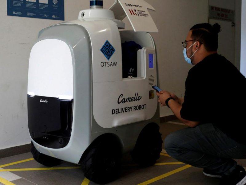 Возможности вместо запретов. В Сингапуре задействовали роботов для доставки товаров на дом (ФОТО)