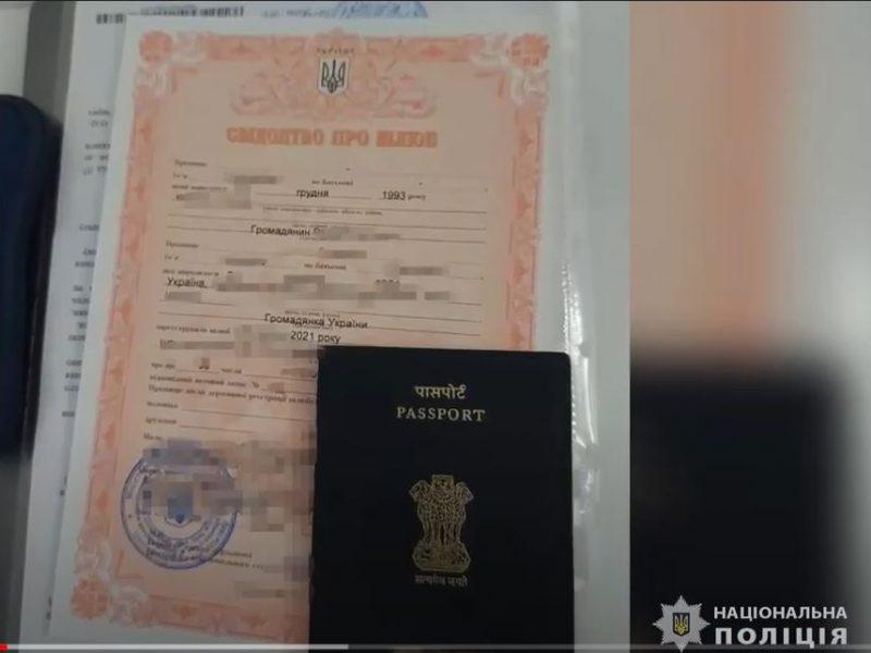 Жадина. Иностранцы за фиктивный брак с украинками платили по $3,5 тыс. Организатор схемы отдавал невестам только $1 тыс. (ВИДЕО)