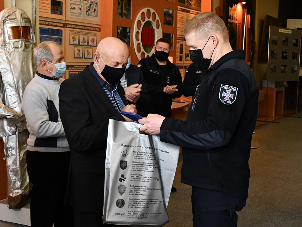 В Николаеве ветеранам-ликвидаторам аварии на ЧАЭС в Службе спасения вручили награды (ФОТО) 17
