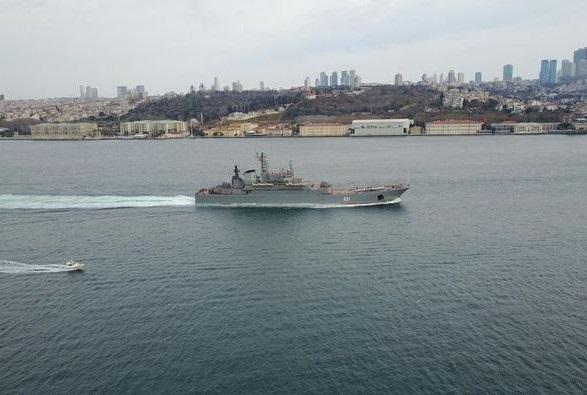 Два больших десантных корабля и 11 катеров Каспийской флотилии РФ вошли в Черное море