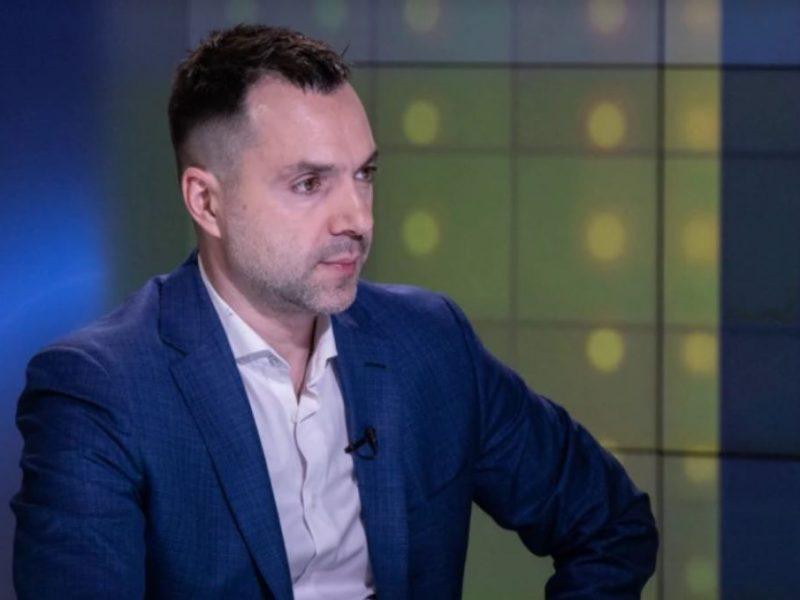 Зеленский пытался поговорить с Путиным после убийства 4 военных на Донбассе, – Арестович (ВИДЕО)