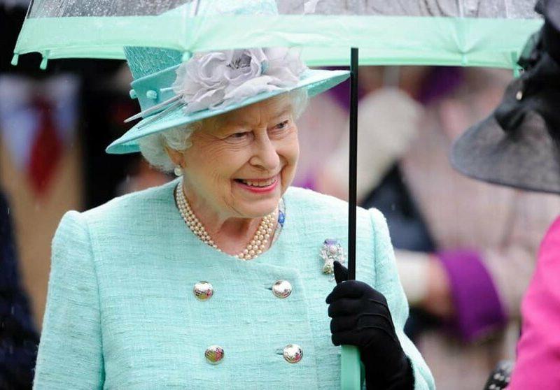 "Елизавета II пошутила о ""преследовании русских"" британскими истребителями"