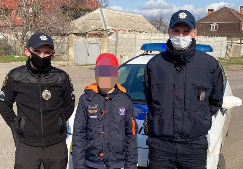 Николаевские патрульные оперативно разыскали пропавшего мальчика (ФОТО)