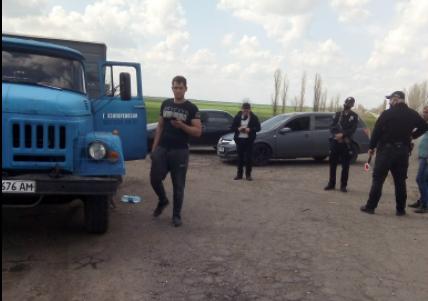 На Николаевщине после погони задержали грузовик с песком из незаконного карьера (ФОТО, ВИДЕО)