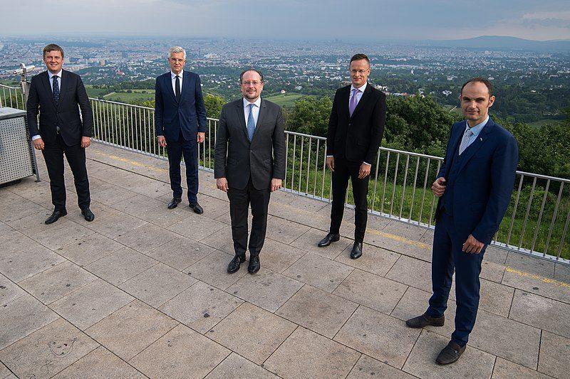 Ситуацию на Донбассе обсудят в Центрально-Европейской пятерке