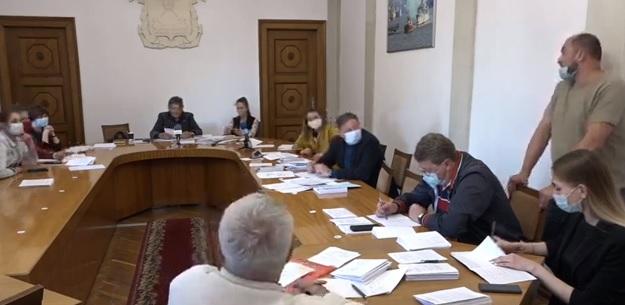 Соборная площадь в Николаеве не введена в эксплуатацию. Но у Департамента ЖКХ есть «правовая позиция», которая дает возможность ее использовать (ВИДЕО)