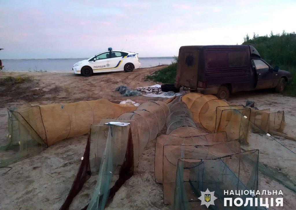 Николаевская водная полиция и рыбоохранный патруль поймали браконьеров на вылове креветки и рыбы (ФОТО) 1