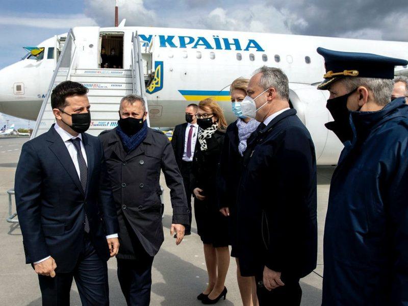 Зеленский прилетел в Варшаву – на встречу с Дудой и для участия в президентском саммите
