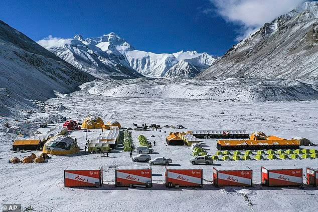 Китай запретил восхождение на Эверест со своей стороны – боится, что альпинисты привезут с собой Covid из Непала