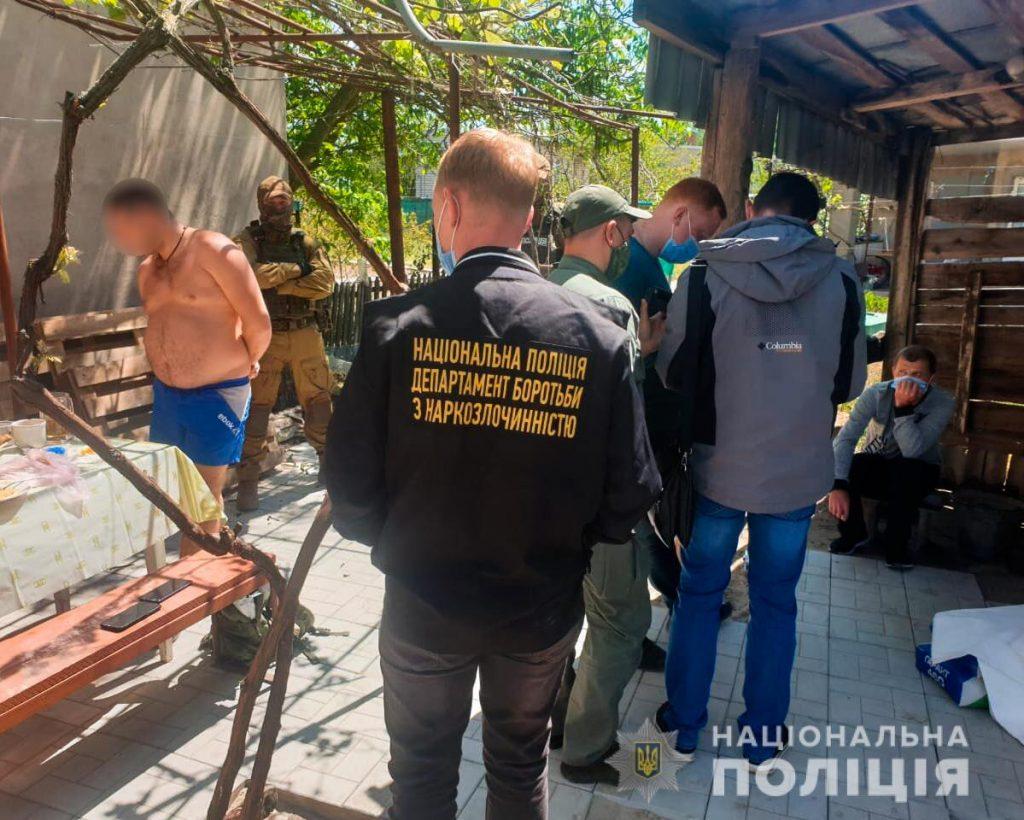 Метадон и опий на 3,5 млн.грн.: николаевские правоохранители задержали группировку наркодилеров (ФОТО, ВИДЕО) 3