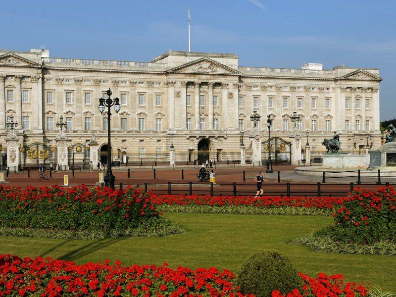 Монаршие думы: принц Чарльз хочет превратить Букингем и другие королевские резиденции в «общественные места» (ФОТО)
