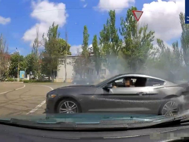 В Николаеве патрульные оштрафовали и отобрали права у дрифтовавшего на «Мустанге» водителя (ФОТО)
