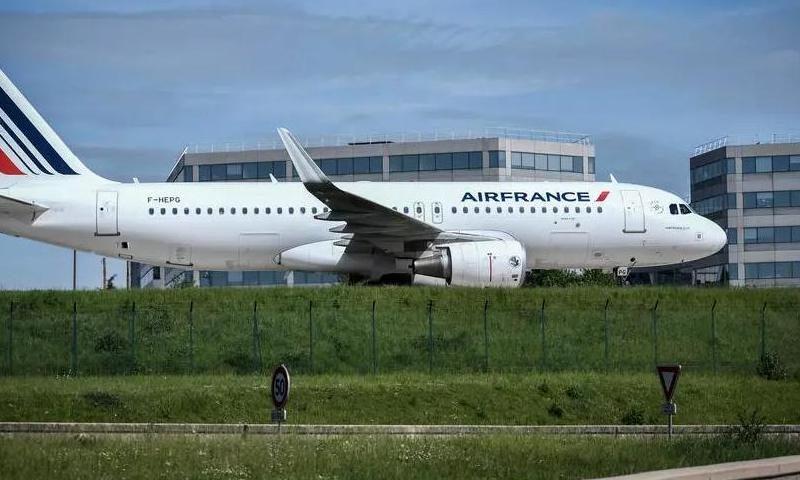 На бывшем в употреблении растительном масле: самолет Air France выполнил первый полет из Парижа в Монреаль
