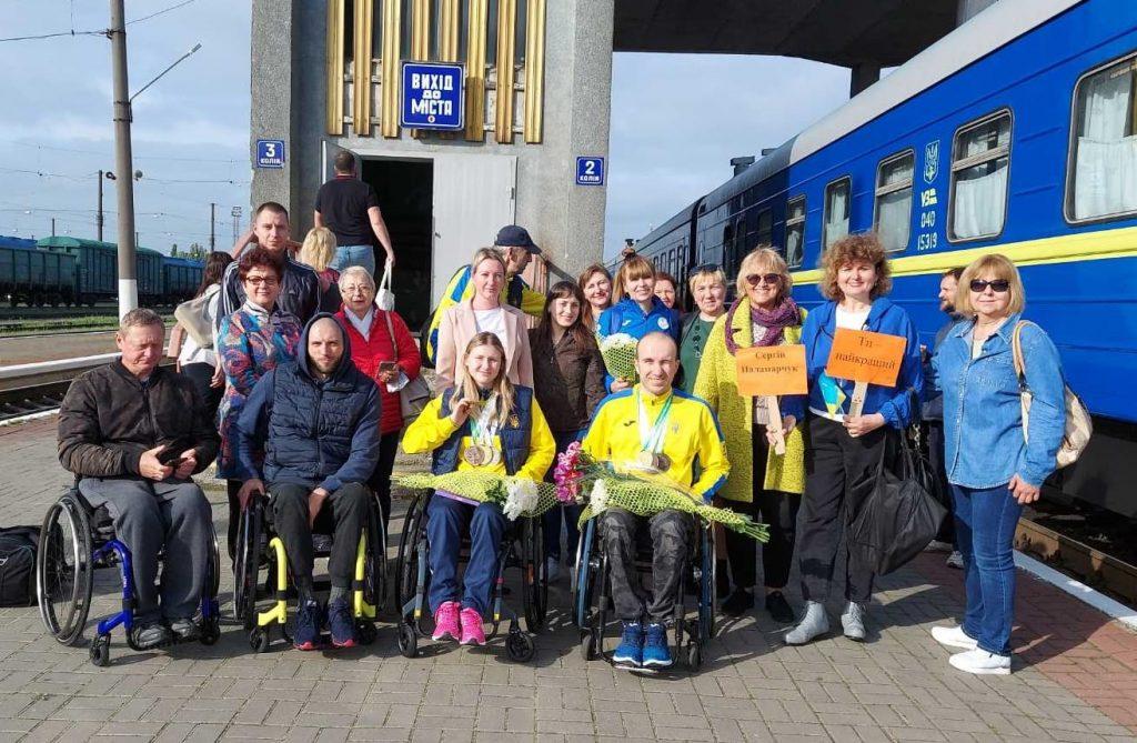 В Николаеве встретили пловцов-паралимпийцев, завоевавших на чемпионате Европы 7 медалей (ФОТО) 1