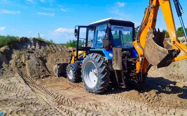 Неподалеку от Николаева на берегу Днепро-Бугского лимана экскаватором незаконно добывали песок