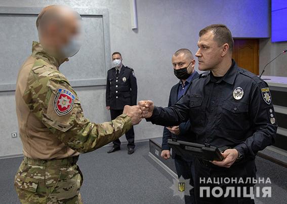 Николаевские спецназовцы КОРД, задержавшие и разоружившие доманевского душегуба, получили из рук главы Нацполиции наградное оружие (ФОТО) 3